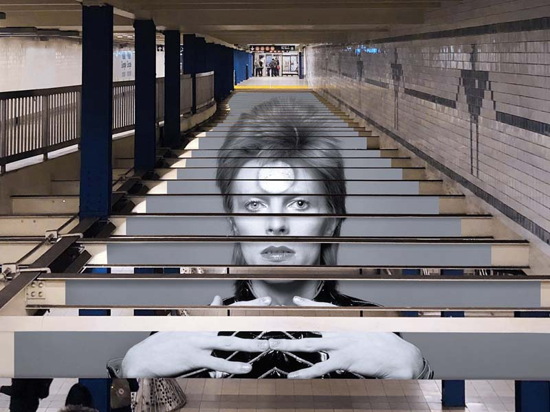 david bowie escaleras metro