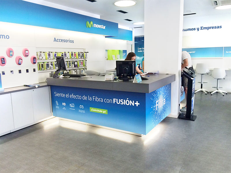 Vinilado de mostradores para tiendas movistar en campa a for Oficinas movistar madrid