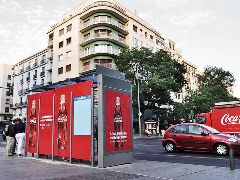 Grupo spi imprime e instala vinilos para marquesinas cocacola - Mobiliario urbano madrid ...