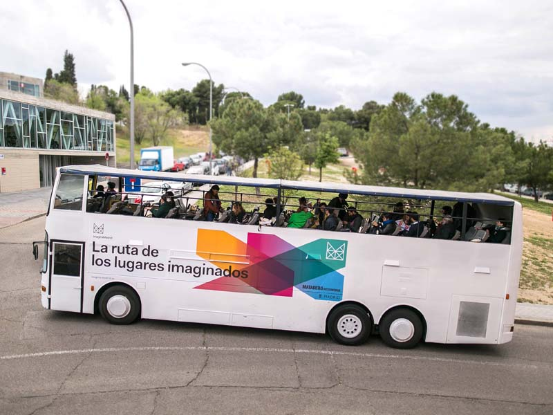 Autobús descapotable para roadshow Intermediae