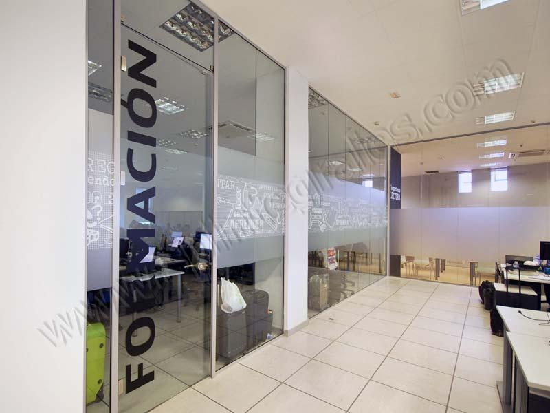 Grupo spi decoraci n de oficinas de telyco con vinilo for Vinilos decorativos para oficinas
