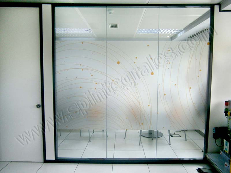 Grupo spi hace la decoraci n de oficinas de orbita con for Vinilos para oficinas