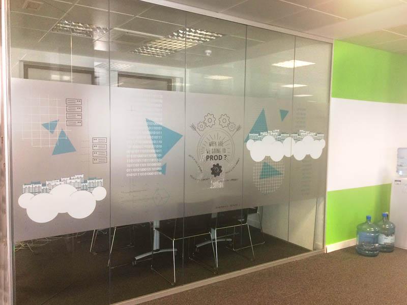 Grupo spi produce e instala vinilo trasl cido en oficinas ovh Vinilos decorativos oficina