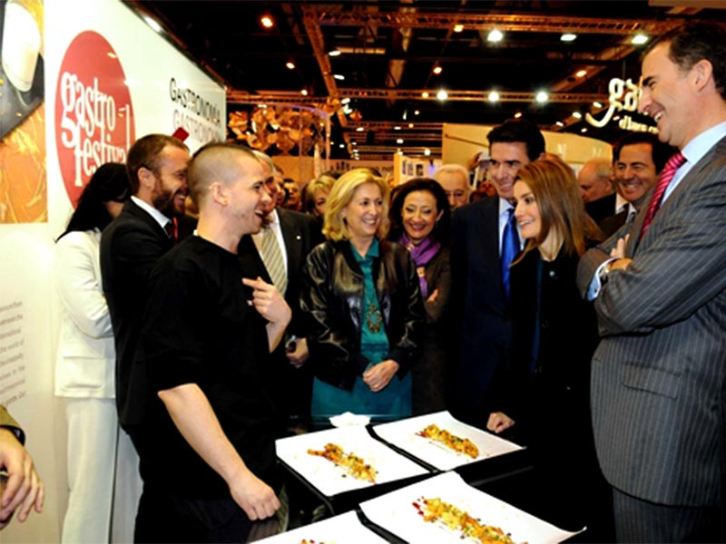 stand ferial fitur